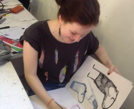 Lena Kozlova pintando